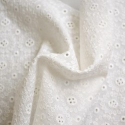 Tissu broderie anglaise flowers : 13.50€